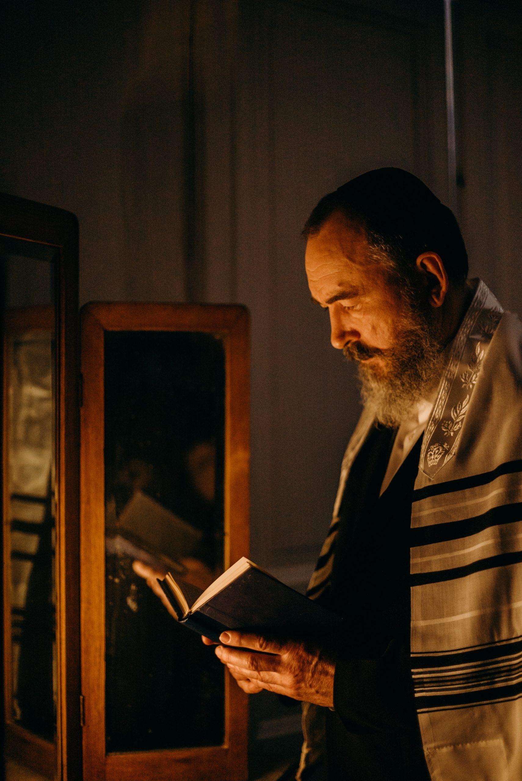 bearded-man-reading-a-book-4033813